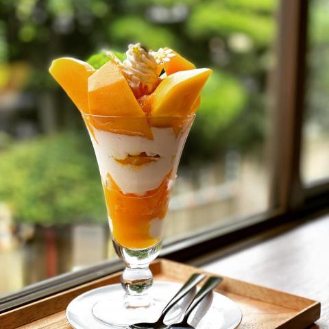 初夏のスペシャリテ!宮崎マンゴーのパフェのご案内。