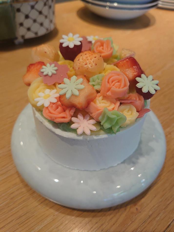 特別な日に喜びを分かち合えるようなケーキ「ウイエ ルージュ」をご用意しました。