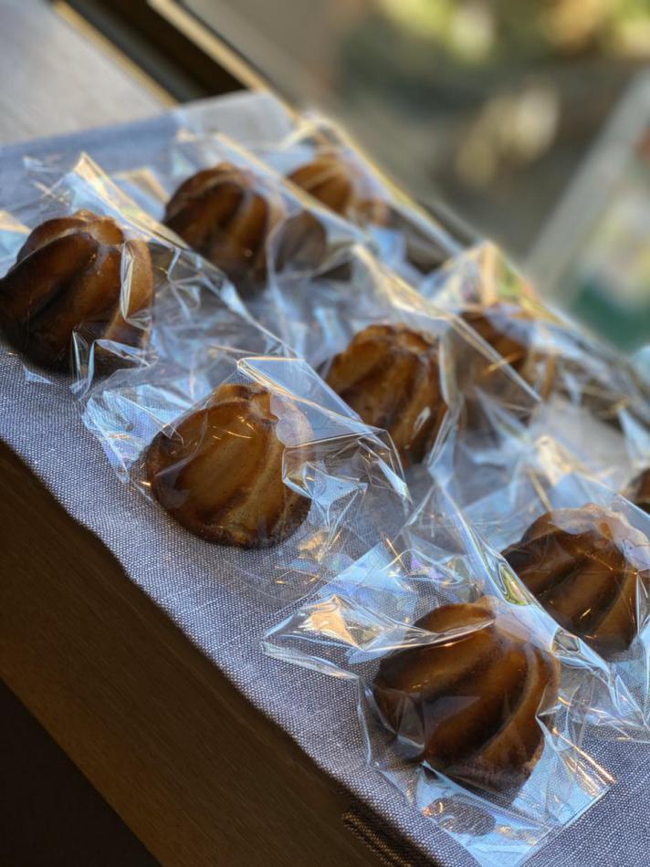 カヌレ ド ボルドー (伝統的なのカヌレよりしっとりとした食感に仕上げました。)
